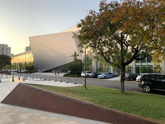 view from the Art Plaza to the museum. Image Courtesy of Studio Zhu-Pei