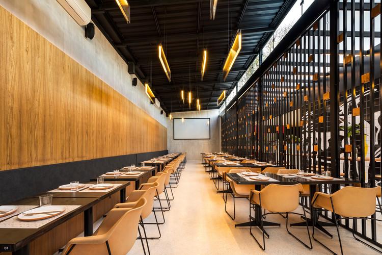 La Vaca Steakhouse / Giuliano Marchiorato Arquitetos, © Eduardo Macarios