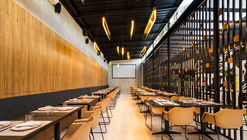 La Vaca Steakhouse / Giuliano Marchiorato Arquitetos