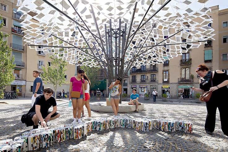 """9 Prácticas transdisciplinarias que están ampliando el campo de la arquitectura, Instalação """"Unbound, The Library Of Lost Books"""", de Anupama Kundoo. © Javier Callejas"""