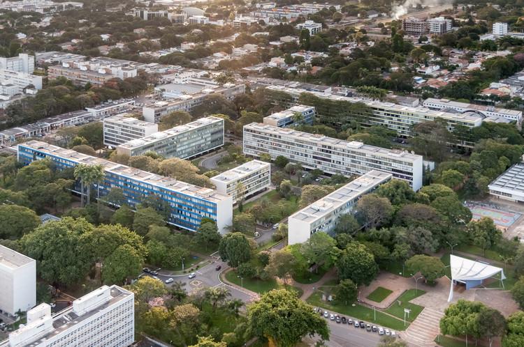 Da utopia à realidade: os desafios da prática urbana no Brasil, Super quadra de Brasília. Imagem © Joana França