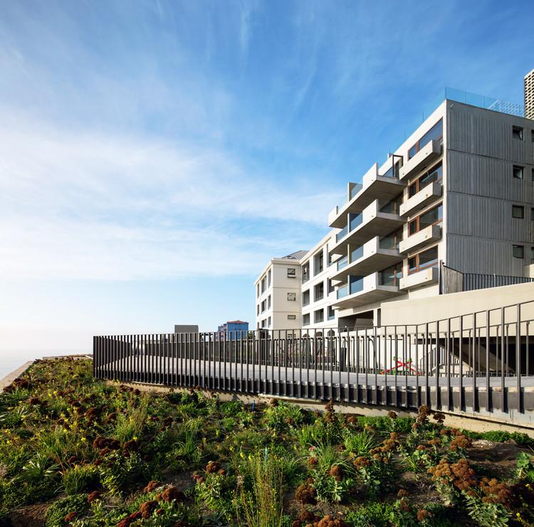 Edificio Mirador Barón / Mathias Klotz, © Nico Saieh