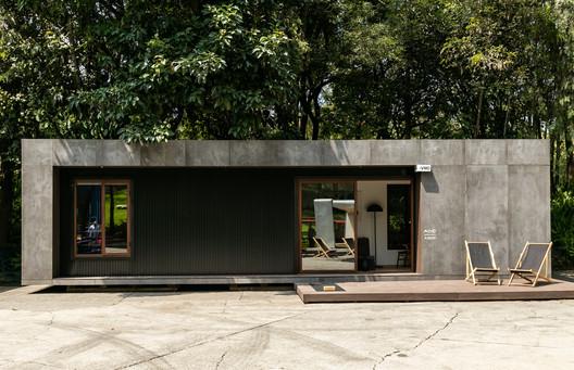 VMD Prefabricated House / Taller Escape + Studioroca