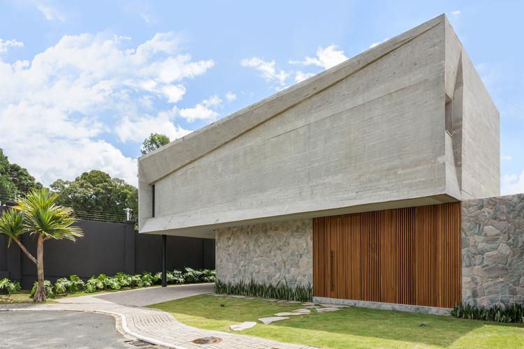 Figueiras House / Beatriz Empinotti Arquitetura, © Paula Morais