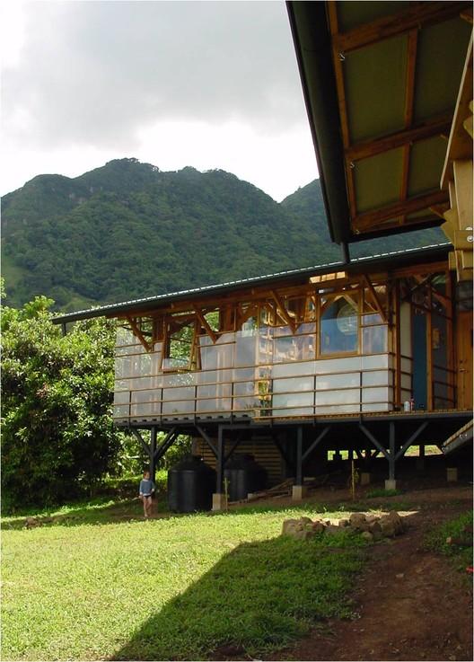 Diretrizes de projeto para uma arquitetura tropical contemporânea, © Sergio Pucci. Green life house / Pietro Stagno-Luz Letelier. Escazú, Costa Rica, 2003