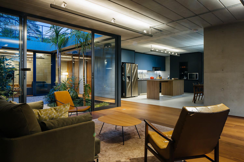 ¿Cómo elegir bombillas o ampolletas para un proyecto de arquitectura?,Jabuticabeiras House / Terra e Tuma Arquitetos Associados. Image © Pedro Kok