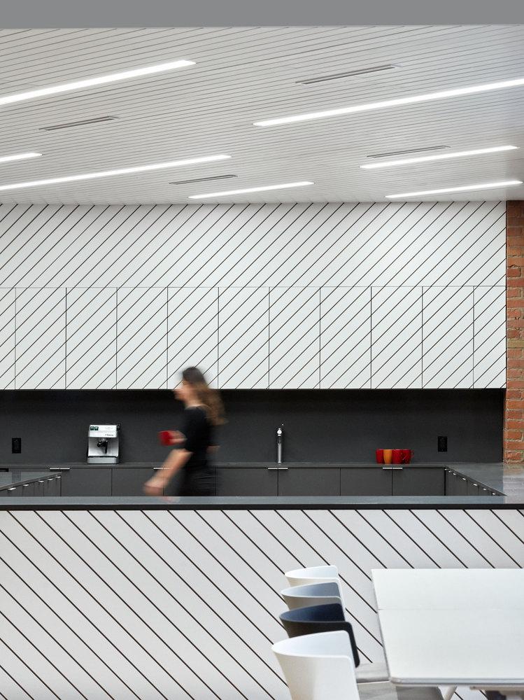 ¿Cómo elegir bombillas o ampolletas para un proyecto de arquitectura?,Slack Toronto Office / Dubbeldam Architecture + Design. Image © Shai Gil