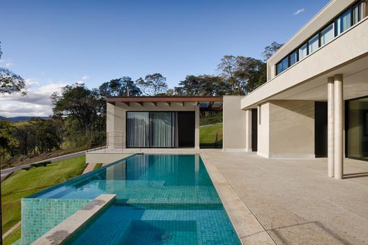 Branca House / Roziane Faleiro Arquitetura e Design
