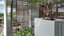 Casa del árbol flotante / Anonym