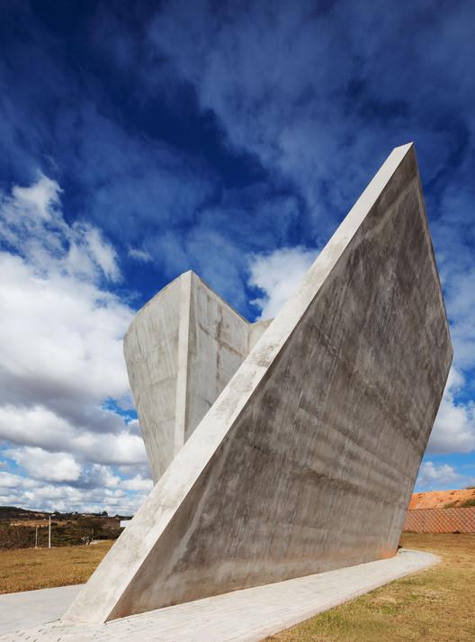 Capela de Nova Serrana / Kruchin Arquitetura, © Daniel Ducci