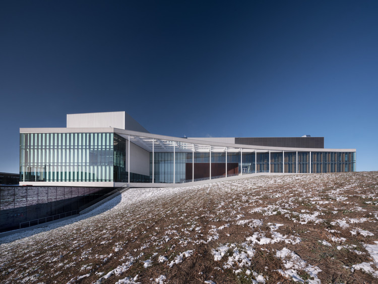 University of Lethbridge Science Commons / KPMB Architects + Stantec Architecture , © Nic Lehoux