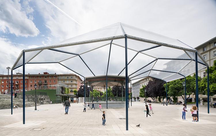 CANOBARDIN diseña un paraguas público en el centro de Bilbao, © Javier Callejas