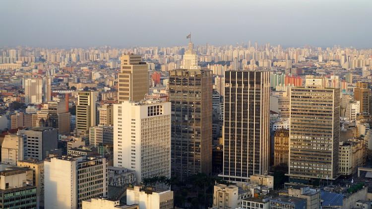 """Você sabe o que é """"especulação imobiliária""""?, São Paulo.  Imagem: Leandro's World Tour on VisualHunt / CC BYCopy"""
