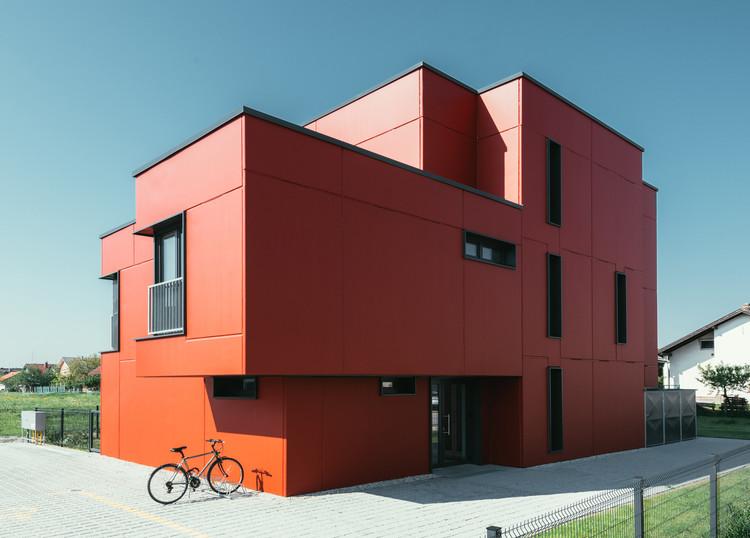ECO-SANDWICH® House / Ljubomir Miščević, © Mark Miščević and Marko Mihaljević
