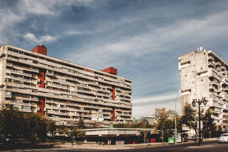 Derecho a la ciudad: concepto y evolución, Remodelación República en Santiago, Chile. Image © María González