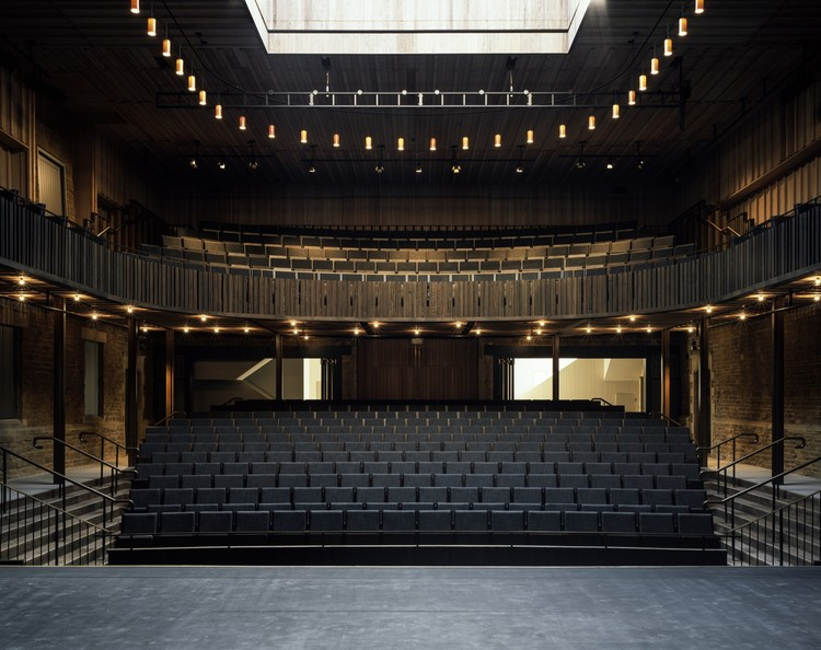 Nevill Holt Opera Theatre / Witherford Watson Mann Architects, © Helene Binet