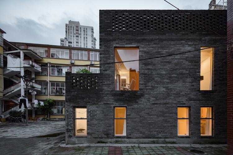 Hotel Far & Near XinYuqingli St. / kooo architects, Fachada. Foto © Keishin Horikoshi/Ss