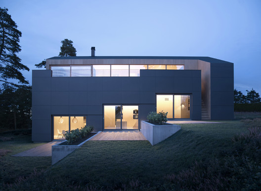 Villa Void House / Resell+Nicca
