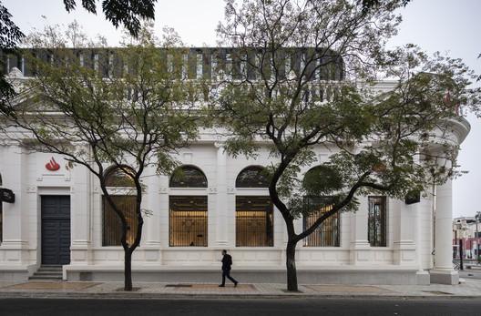 Rehabilitación Ex Banco Español / ZEEARQ + DEL SANTE Arquitectos