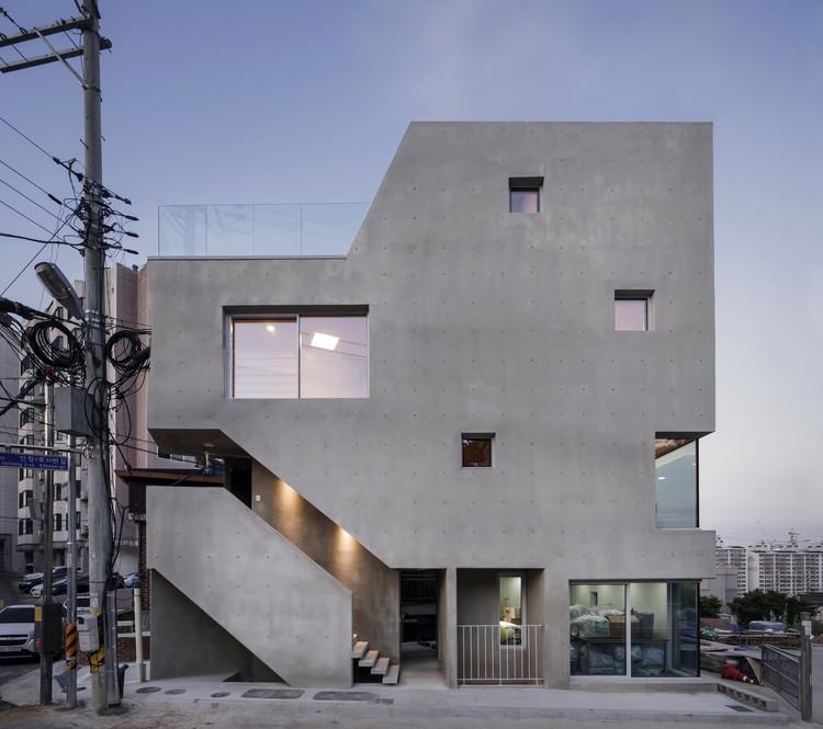 Slit House / Architects H2L, © Woochul Jung