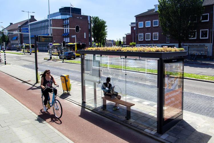 Pontos de ônibus: boa impressão ou frustração no transporte coletivo, Ponto de ônibus em Utrecht, Países Baixos. © Barbra Verbij / Clear Channel