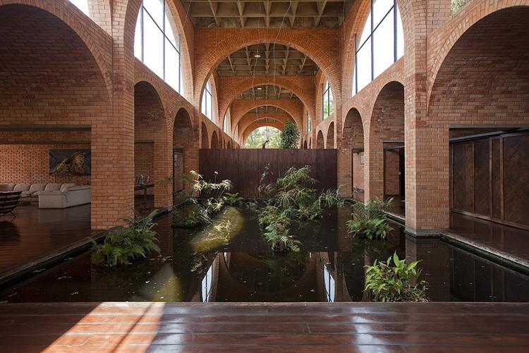 Casas brasileiras: 11 residências com espelho d'água, Residência Nivaldo Borges / João Filgueiras Lima. Imagem: © Joana França