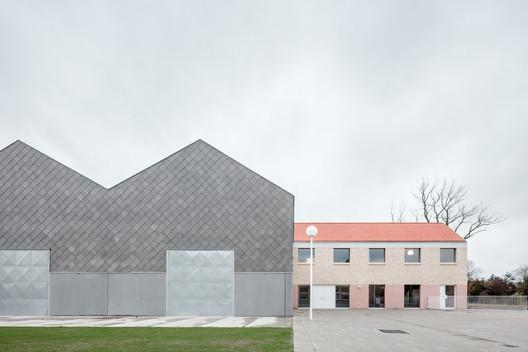 Elementary School Zarren / FELT