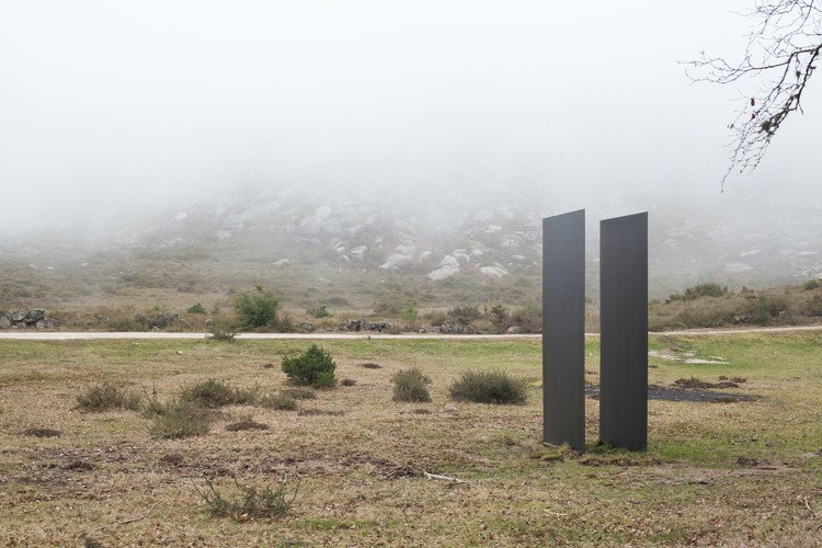 10 Instalações de arte e arquitetura que transformaram a paisagem do norte de Portugal, Sulco / depA. Image © Filipa Frois Almeida