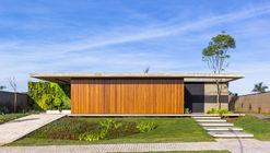 Casa Pátio / 24 7 Arquitetura