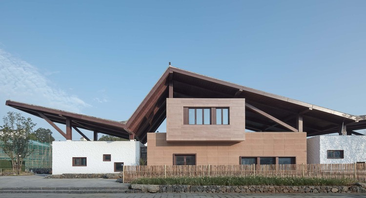 Guangcang People Hub Center / Shanghai Urban Architectural Design, new continuation of timber construction. Image © Qiang Xia