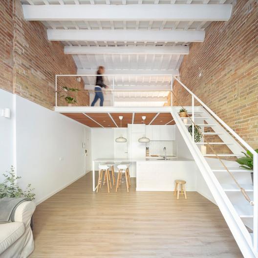 Mezzanine House Refurbishment / Sergi Pons architects