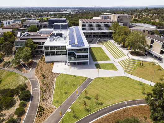 Plaza Redevelopment and Student Hub / Woods Bagot