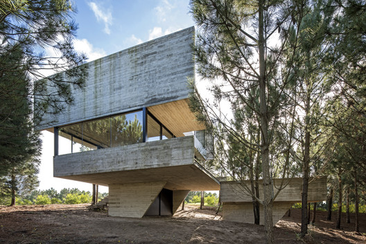 House in the Trees / Luciano Kruk