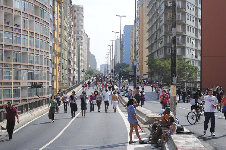 Gentrificação: 13 artigos para formar uma opinião sobre o tema, A gentrificação vem sendo um dos principais pontos de debate sobre o projeto que pretende transformar o Minhocão em um parque linear. Imagem: Felipe Rodrigues