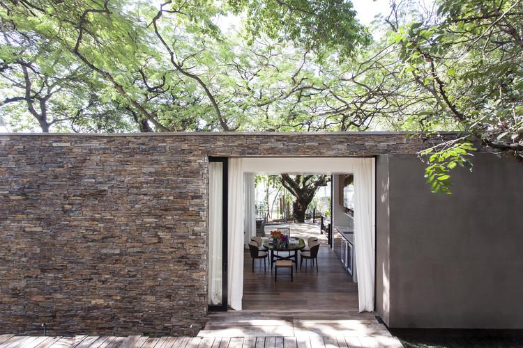 Flamboyant House / Dado Castello Branco Arquitetura, © Fran Parente