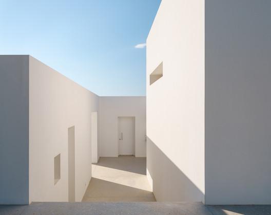 The Gaze House / REACT ARCHITECTS + Christophe Pingaud Architecture
