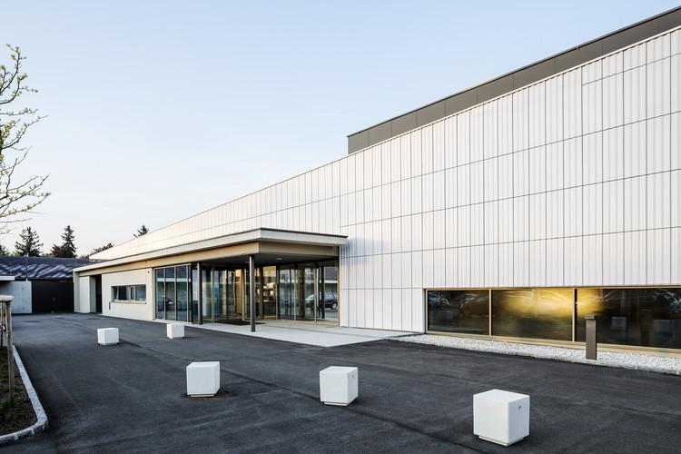 Hallenbad Ried Im Innkreis Sauna and Pool / Architekten Gärtner+Neururer, © Andrew Phelps