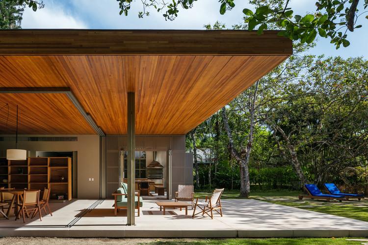 Casa dos Cajueiros / Terra Capobianco + Galeria Arquitetos, © Nelson Kon