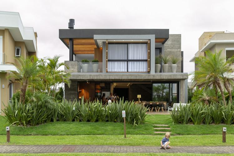 House 77 / Aunic Arquitetos, © Efreu Quintana