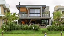 Casa 77 / Aunic Arquitetos