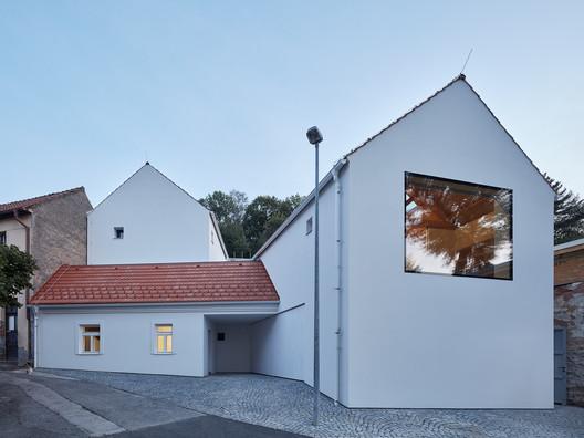 Family House in Jinonice / Atelier 111 Architekti