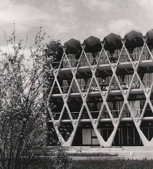 Arquitectura Brutalista: 4 obras argentinas fueron declaradas Monumento Histórico, Facultad de Arquitectura de la Universidad de Mendoza / Enrico Tedeschi. Image Cortesía de Archivo Descotte. Facultad de Arquitectura Urbanismo y Diseño. Universidad de Mendoza