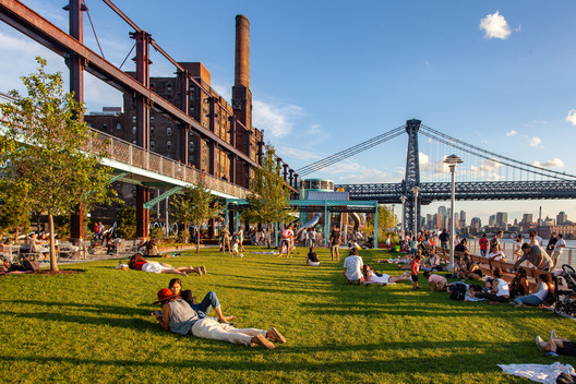 Domino Park is a privately-owned public space in Brooklyn, developed by real estate firm Two Trees Management. Image © Barrett Doherty