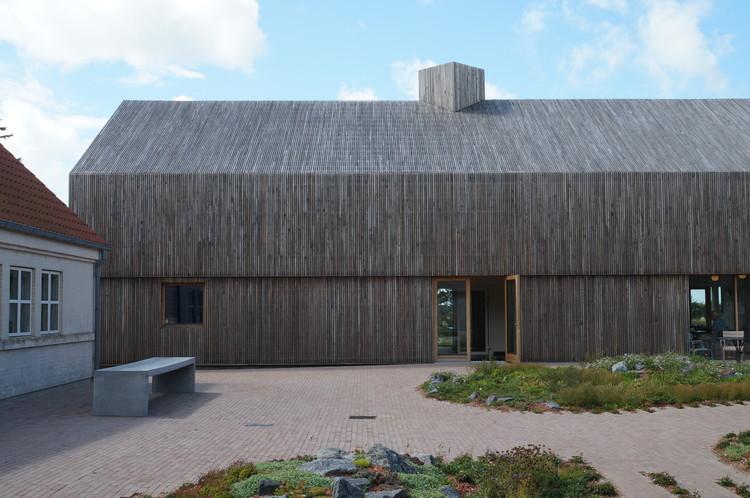 Los edificios deben convertirse en depósitos intermedios de materias primas, Wattenmeerzentrum in Ribe (DK). Architektur: Dorte Mandrup, Kopenhagen | Vadehavscentret in Ribe (DK). Architecture: Dorte Mandrup, Copenhagen. Image © Jakob Schoof