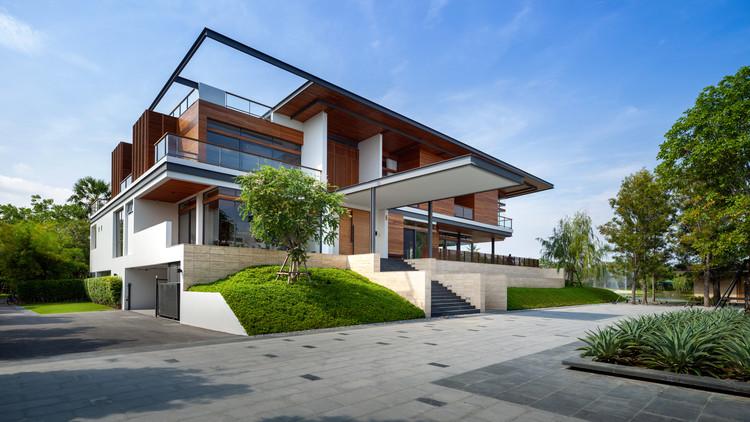 Nakhon Chai Si House  / Junsekino Architect and Design, © Spaceshift Studio