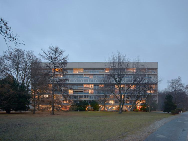 Bloco de apartamentos da Interbau, de Oscar Niemeyer, pelas lentes de Bahaa Ghoussainy, © Bahaa Ghoussainy