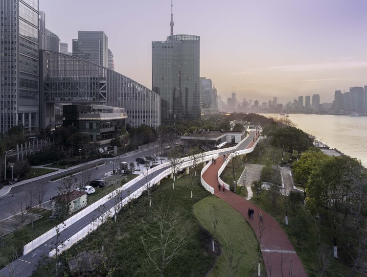 Pedestrian Bridge over Shanghai Taitong Ferry Station / Scenic Architecture Office, eastern aerial view. Image © Shan Liang