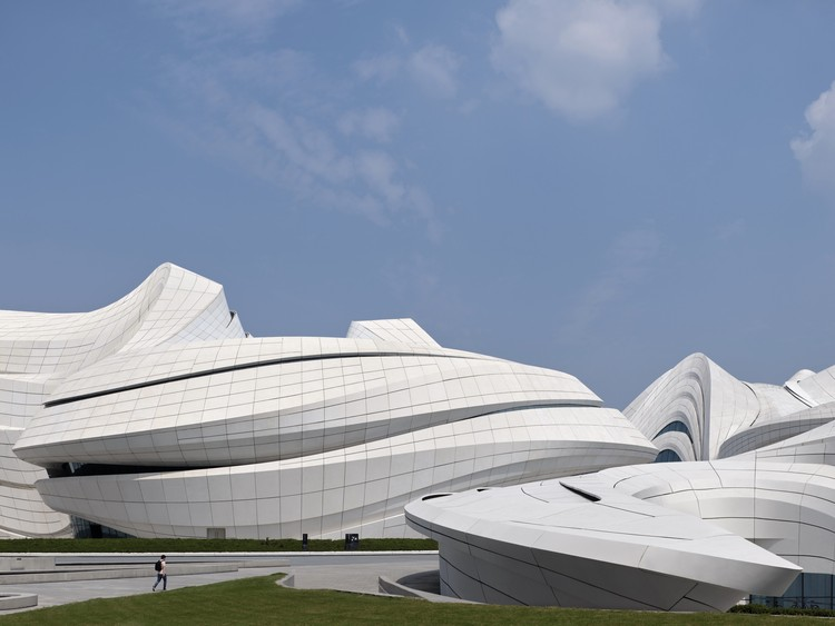 Changsha Meixihu International Culture and Art Centre / Zaha Hadid Design, © Virgile Simon Bertrand
