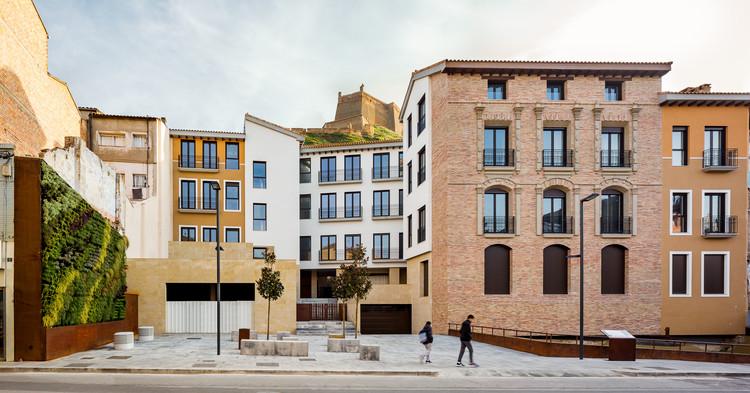 Bloque viviendas Monzon / Domper Domingo Arquitectos, © Simón García