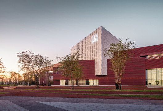 Hunan Art Museum / Huajian Group Shanghai Architectural Design & Research Institute